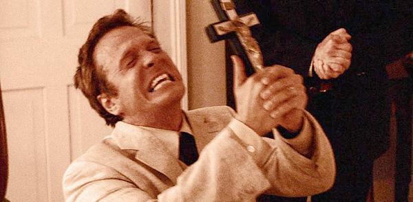 El último exorcismo. Patrick Fabian, interpreta a un auténtico farsante, además de un payaso