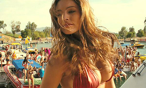 """Piraña 3D"". Kelly Brook. El antes: fiesta playera desmadrada"