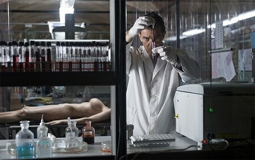 """""""La piel que habito"""" de Almodóvar. Antonio Banderas, un """"mad doctor"""""""