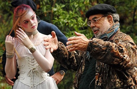 "Imagen del rodaje de ""Twixt"". Coppola dirigiendo a Elle Fanning"