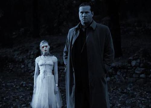 """Imagen de """"Twixt"""" de Coppola. Actores Val Kilmer y Elle Fanning. Terror"""