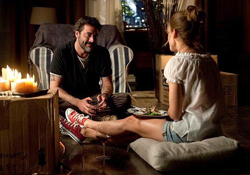 """Hilary Swank y Dean Morgan intiman a la luz de las velas en """"La víctima perfecta"""""""