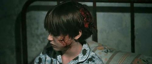"""Niño zombi en """"La resistencia de los muertos"""" por George A. Romero"""