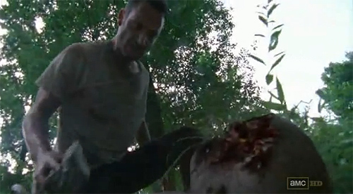 """The Walking Dead"". Un Rick desbocado mata a un zombi armado con un simple pedrusco"