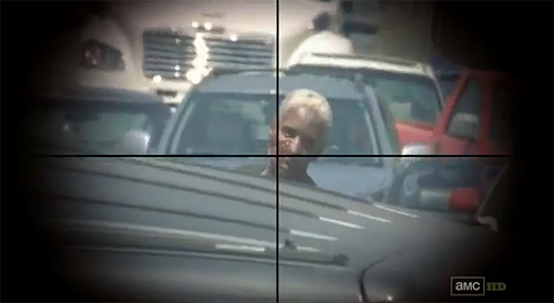 """""""The Walking Dead"""". Rick descubre la llegada de un zombi en el atasco que bloquea la carretera"""