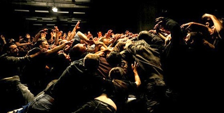 """La horda (The Horde)"". Fotograma de la espectacular escena final en el garaje"