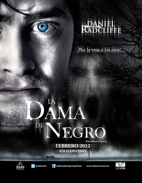 """La dama de negro"" o ""La mujer de negro (The woman in black)"". Cartel póster del film"