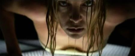 """Imagen de """"Prometheus"""". Semidesnudo de una enigmática Charlize Theron"""
