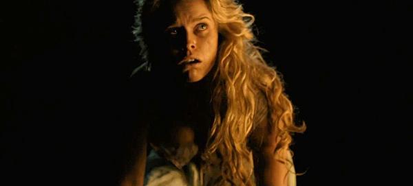 """Alice Eve en """"El enigma del cuervo (The Raven)"""". Algo más """"desmejorada"""""""