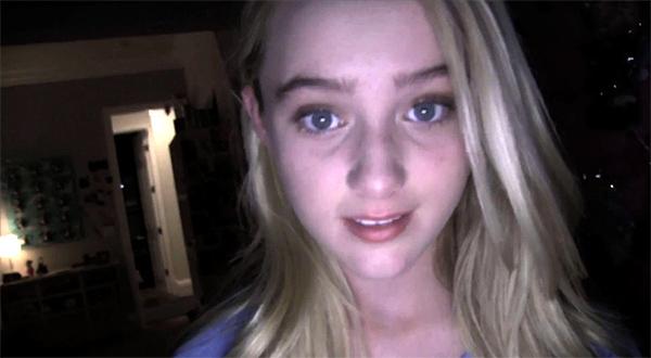 """La desconocida actriz protagonista de """"Paranormal Activity 4"""" chatea a través de la webcam. La profundidad de campo es fundamental"""