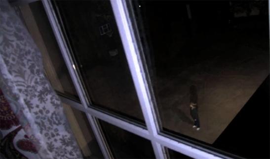 """Imagen de aparición de niño fantasmal en """"Paranormal Activity 4"""""""