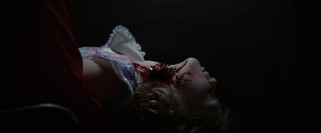 """Imágenes de """"Madre oscura"""" (2020). L@s niñ@s parecen su plato preferido"""