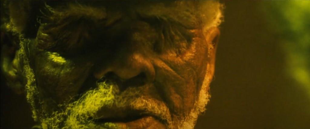 """Imágenes de """"El hechizo"""" (2020). El viejo sin ojos que acaba delatando al protagonista"""