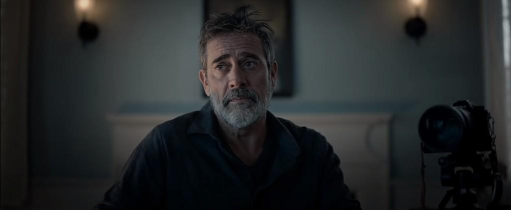 Jeffrey Dean Morgan interpreta un periodista en horas bajas en Ruega por nosotros (2021)