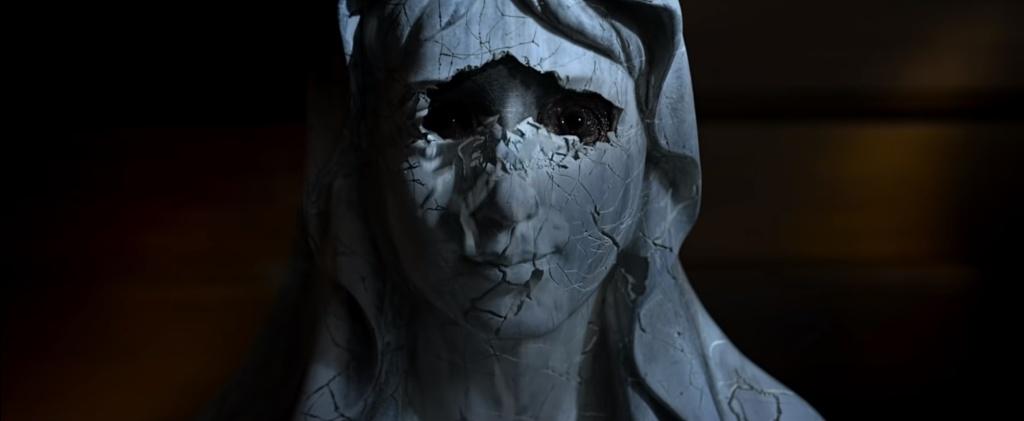 La máscara se resquebraja en Ruega por nosotros (2021)