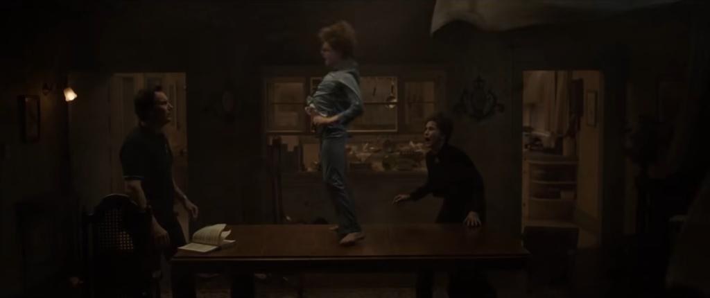Exorcismo del pequeño David en Expediente Warren: Obligado por el demonio